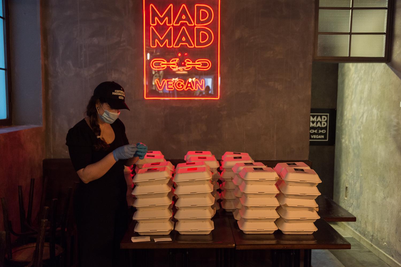 Million Dollar Vegan reparte 700 menús de comida vegana en Madrid
